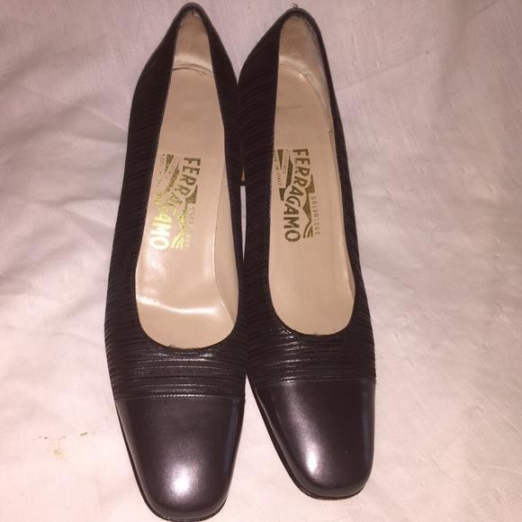 8a1bf6d4700dd vintage Salvatore Ferragamo size 9 AA black heels